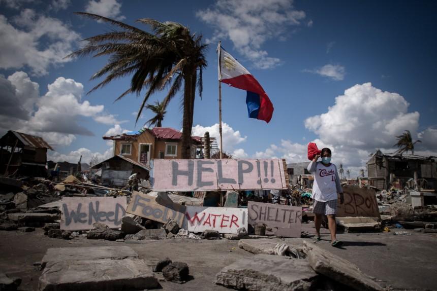 Nahrungsmittel- und Wasserknappheit auf den Philippinen nach Taifun Haynan